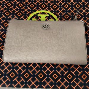New Authentic Tory Burch Brody  Cross Body Bag